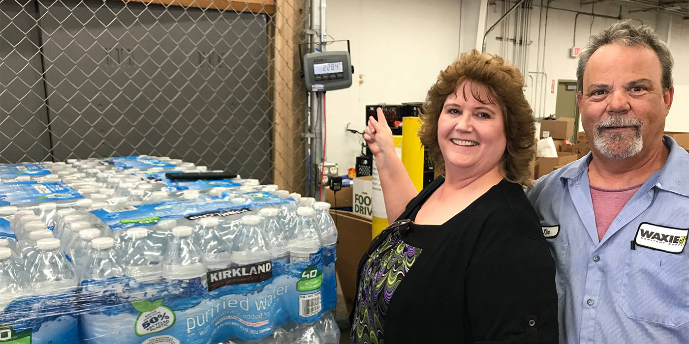 2017-AZ-Donating-a-TON-of-H2O-MelissaFortin-&-JimReed-wExactly-a-TON_1400x700