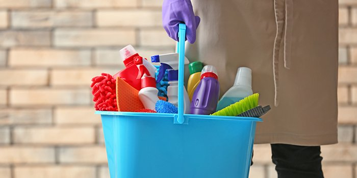 Bucket-of-Cleaning-Supplies_762699325_700x350