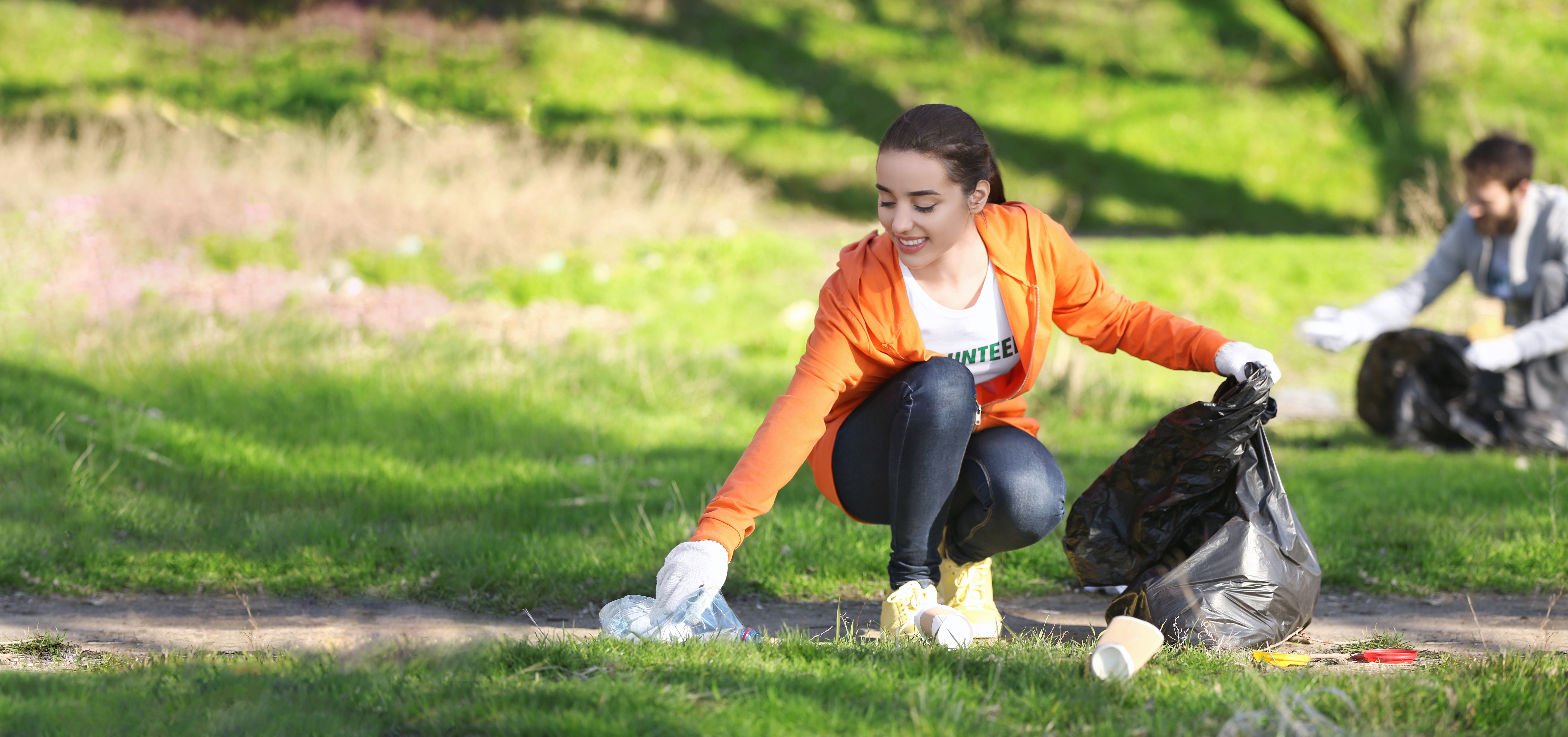 Earth-Day-Volunteering-to-Pick-Up-Trash_671096998_700x329