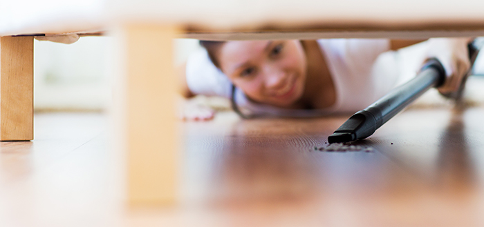 Vacuuming-Under-Furniture-267355733_700x329